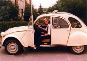 Marita Alami 1981 mit Ente